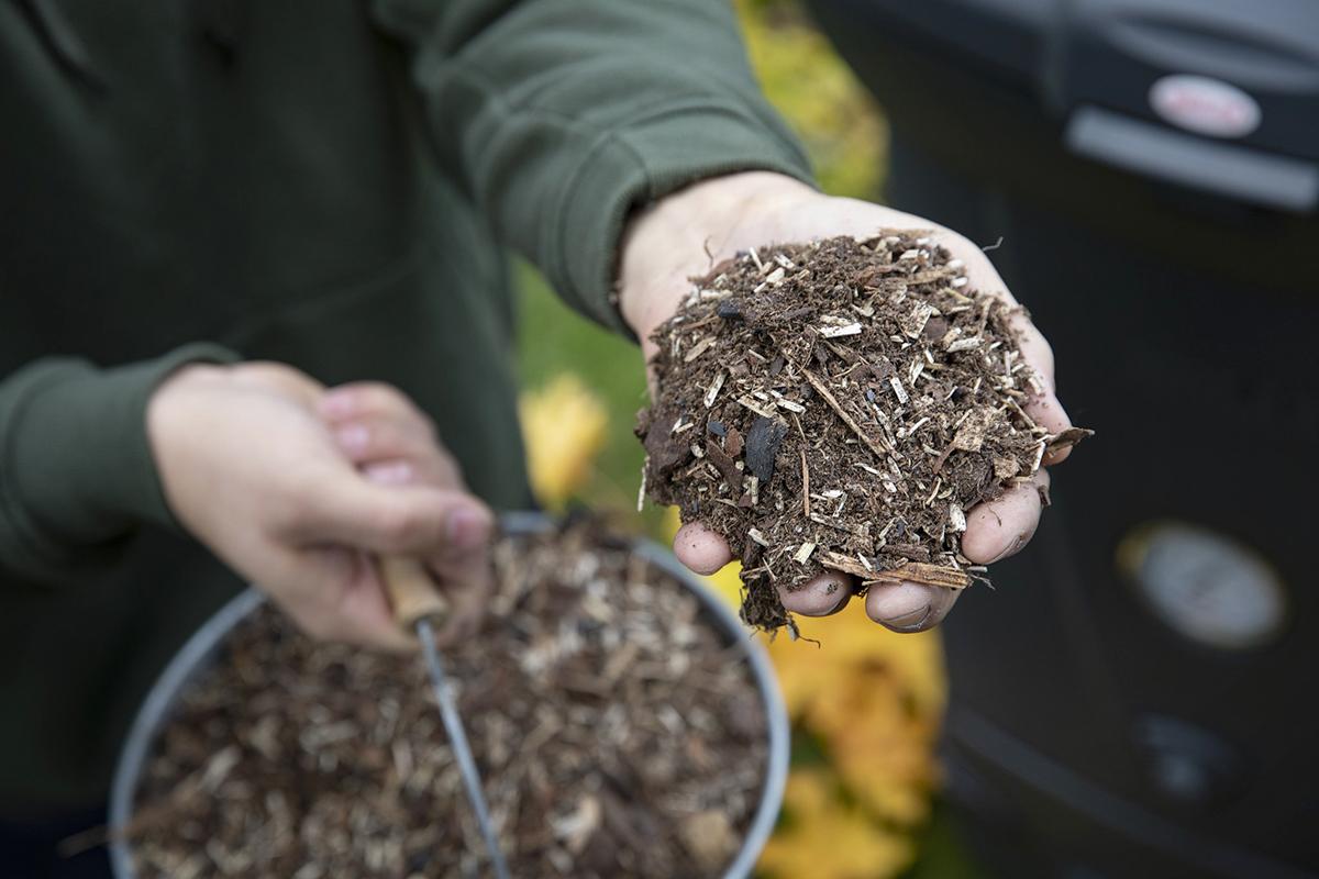 Biolan Tehokuivike kiihdyttää kompostoitumista.