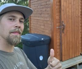Lumilautailija Roope Tonteri mökkeilee ekologisesti