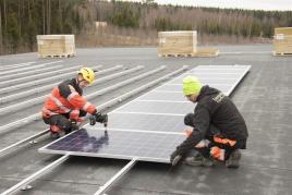 Kompostoritehtaan katto muuttuu aurinkovoimalaksi